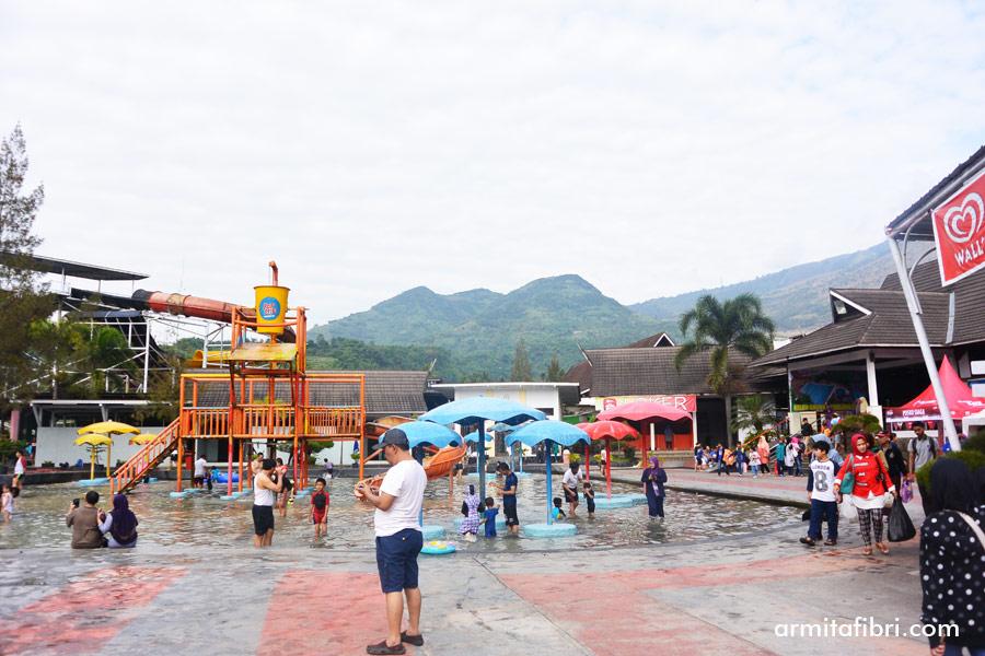 Kolam renang air panas di Garut