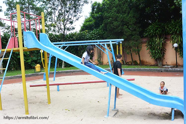 Playground di Kolam Renang Anak