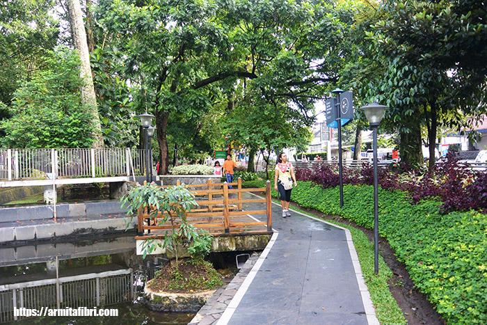 Jalan Jalan Keluarga di Bandung