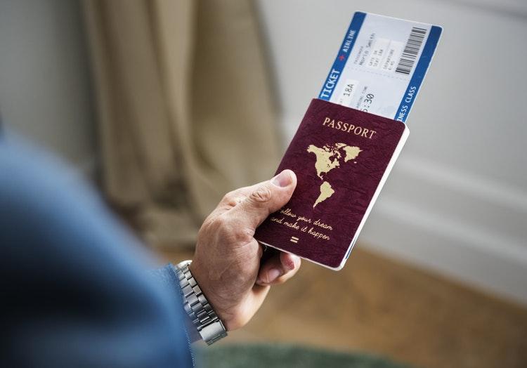 beli tiket pesawat
